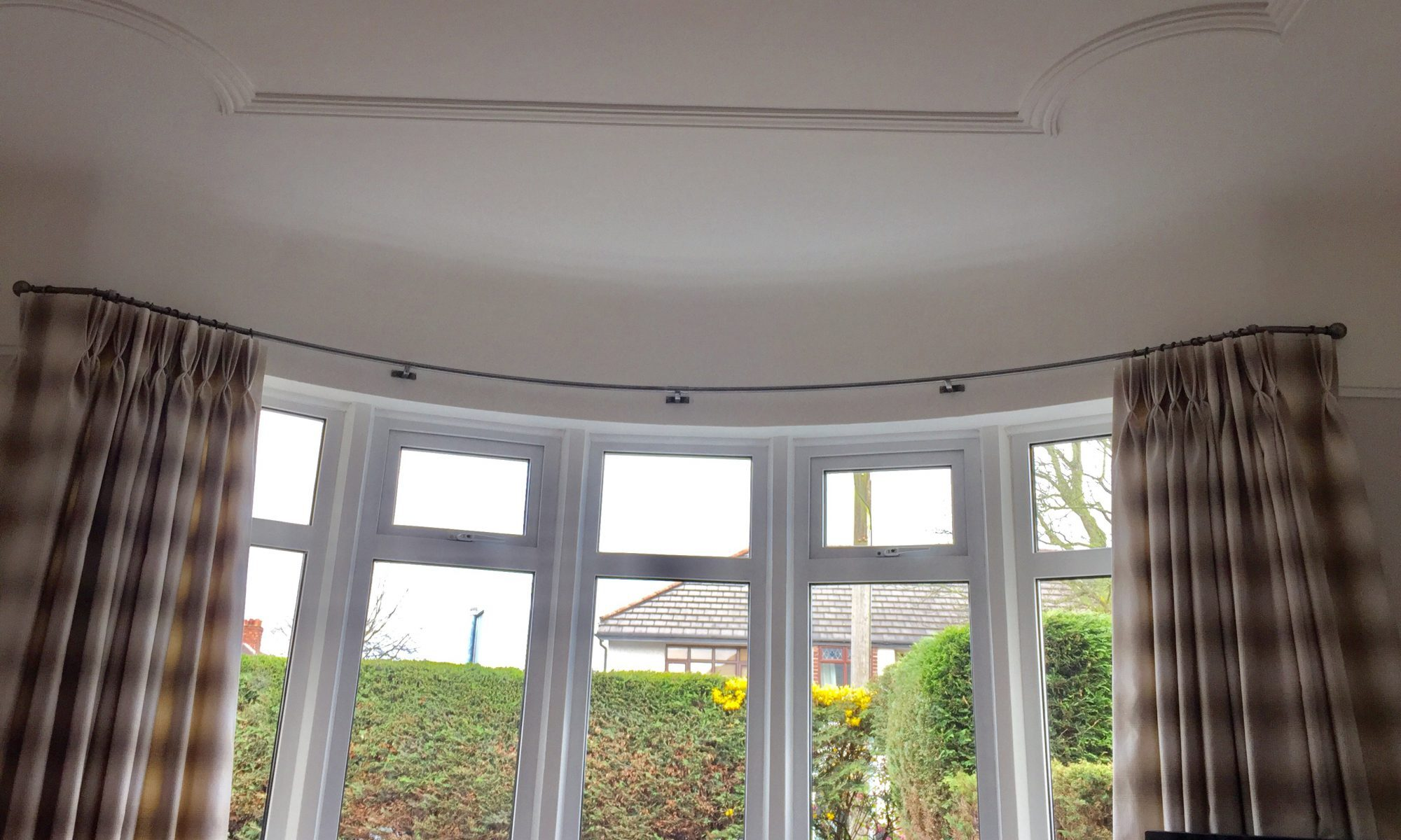 Curved bay window curtain pole